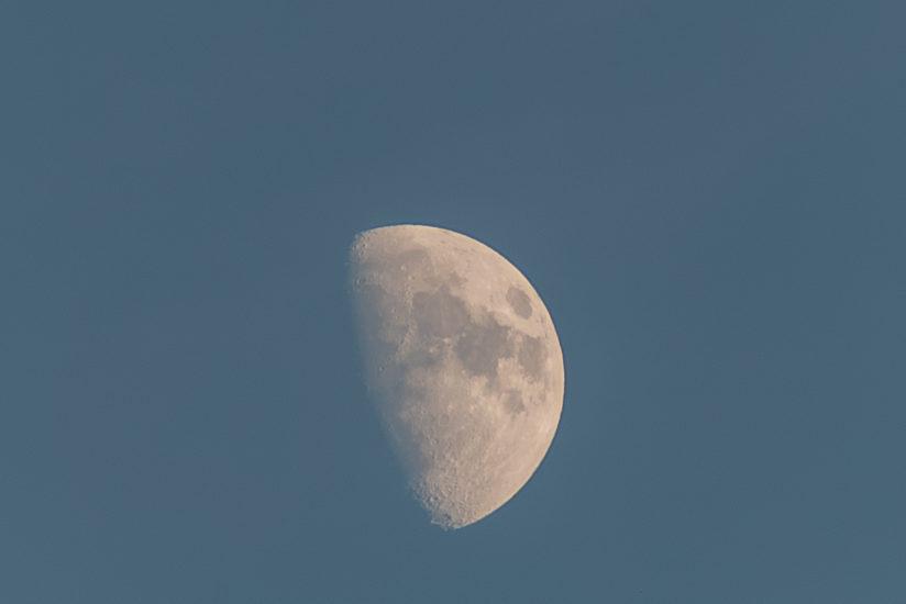 Moon, fotografia della luna al tramonto